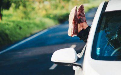 Wynajem samochodu z kierowcą – kiedy warto skorzystać?