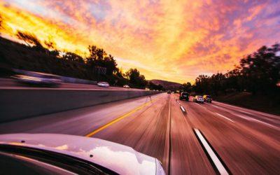 Bezpieczna jazda autem po mieście - porady dla każdego kierowcy