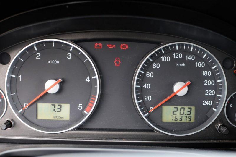 Co oznaczają kontrolki w samochodzie?